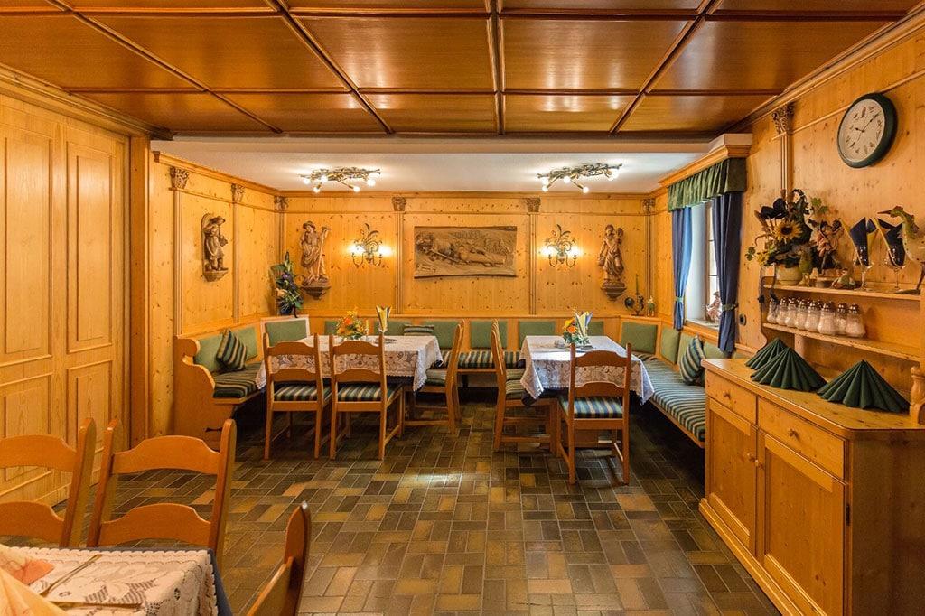 Restaurant-Gaststube-1